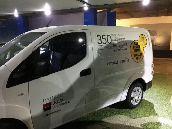"""Décoration de la camionnette """"Les Petits riens"""" sponsorisé par Ald Leasing"""