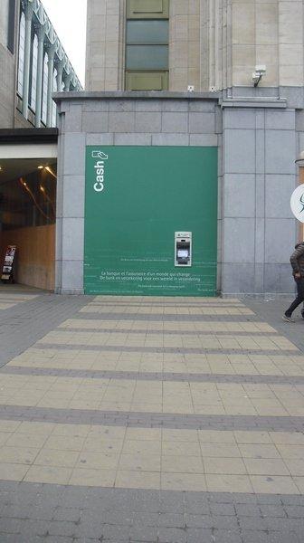 Placement cloison Cash Unit Gare Nord à bruxelles.