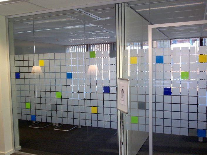 Motif mixé de carré sablé avec des carrés de couleurs