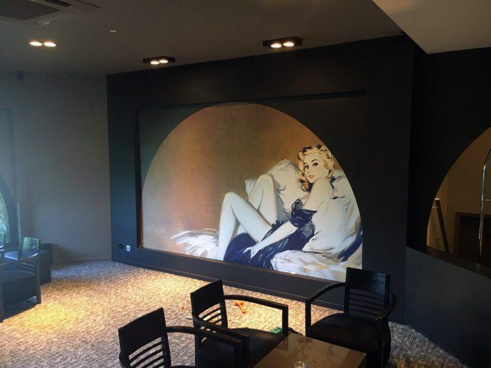 décoration lobby -Réalisation d'une cloison avec un visuel en Dibond dans le Lobby