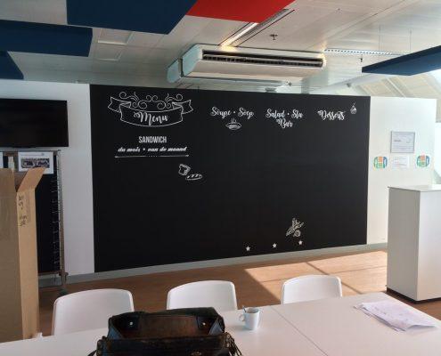 Mur en peinture tableau noir pour la décoration cafétéria